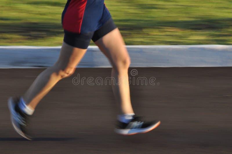 Panning strzał kobieta bieg zdjęcie royalty free