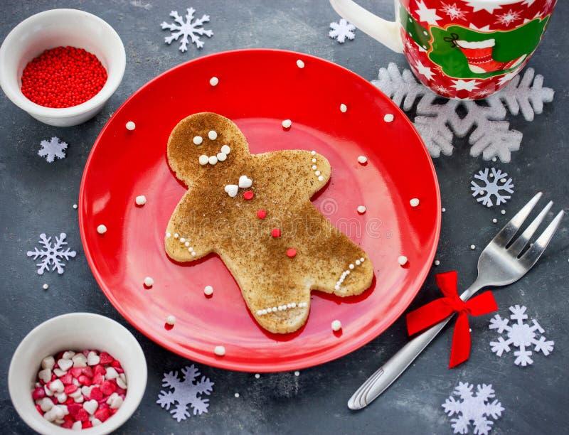 Pannkaka för julpepparkakaman med kanelbrunt socker Jul royaltyfria foton