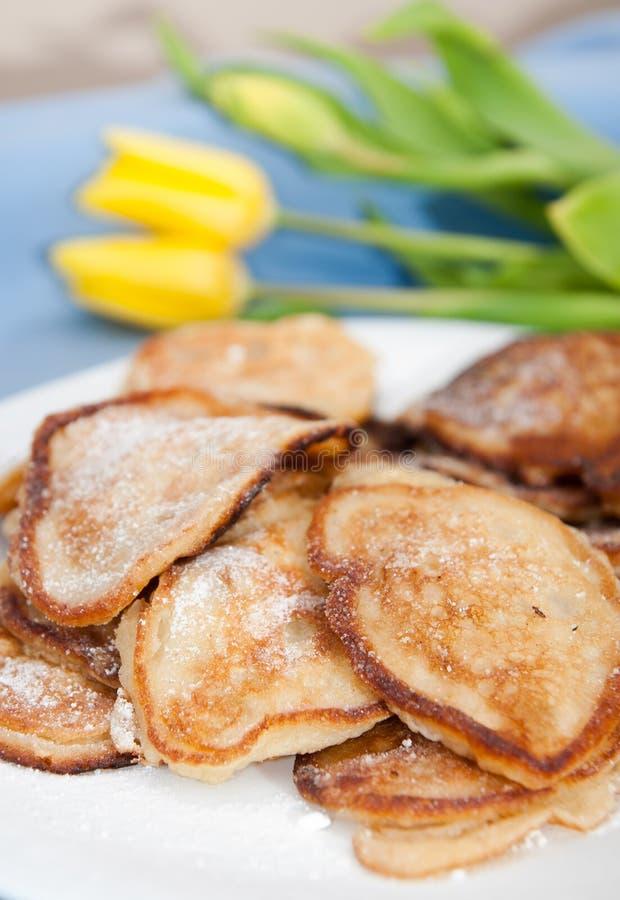 Pannkakor med äpplen fotografering för bildbyråer