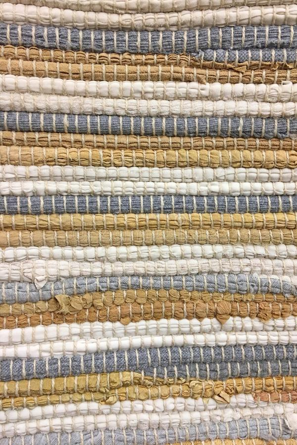 Panno cucito dalle strisce di tessuto Cucito, riutilizzazione dei materiali Priorità bassa della tessile immagini stock libere da diritti