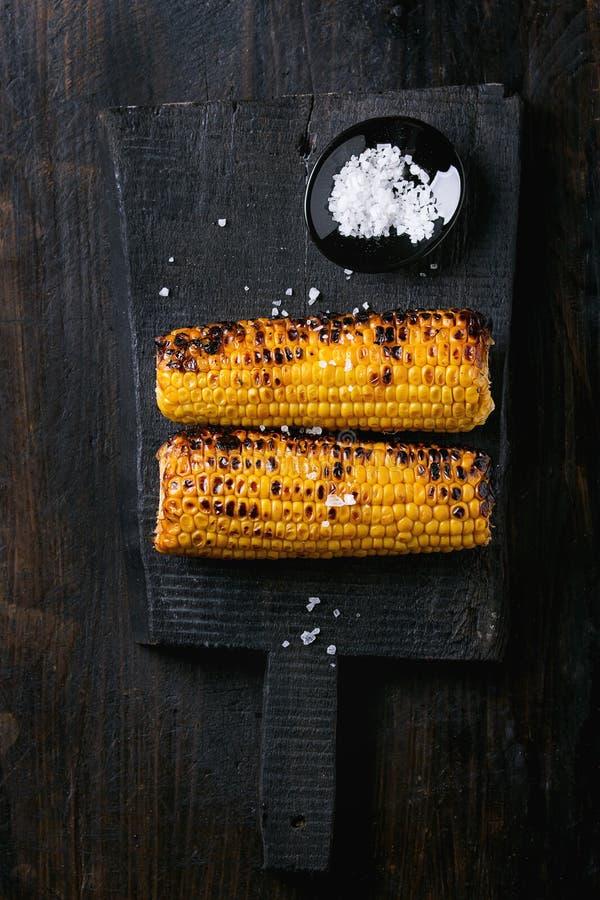 Pannocchie di granturco arrostite con sale marino fotografia stock