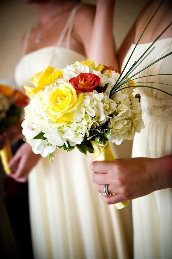 Panny młode poślubia kwiaty zdjęcia stock