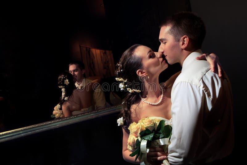 panny młodej fornala całowanie fotografia stock