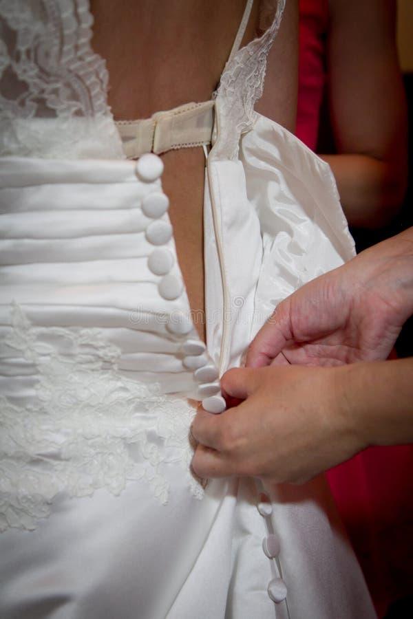 Download Panny młodej suknia zdjęcie stock. Obraz złożonej z jedwab - 28970246