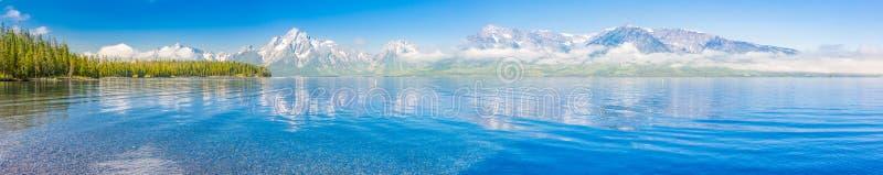 Pano av den storslagna Teton nationalparkbergskedjan i Wyoming, arkivbilder