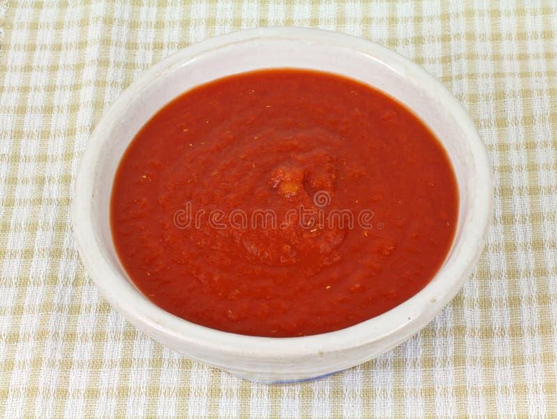 Pano Checkered do molho fresco do tomate fotografia de stock royalty free