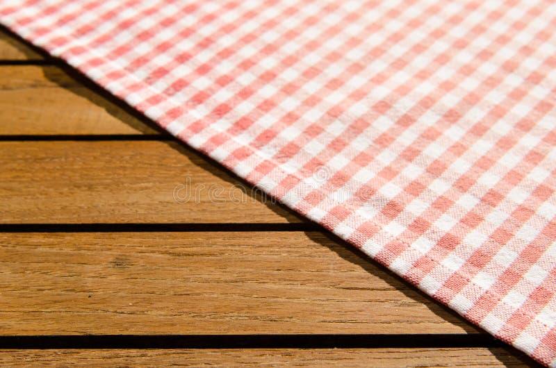 Pano de tabela checkered branco vermelho foto de stock