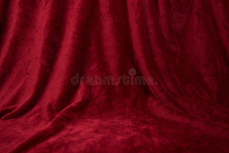 Pano drapped vermelho de veludo fotografia de stock royalty free