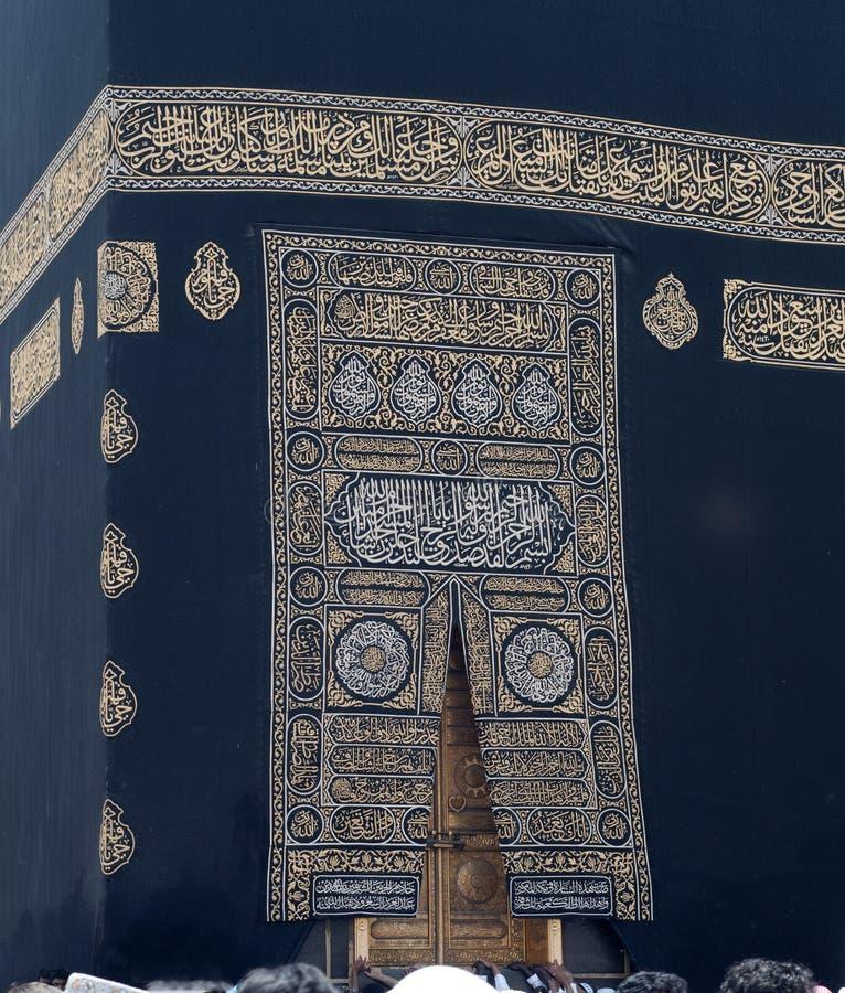 Pano e porta dourada de Kaaba em Makkah imagem de stock royalty free