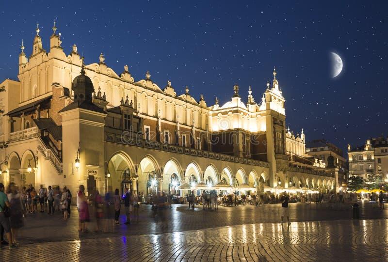 Pano Salão no mercado principal em Krakow, Polônia imagem de stock