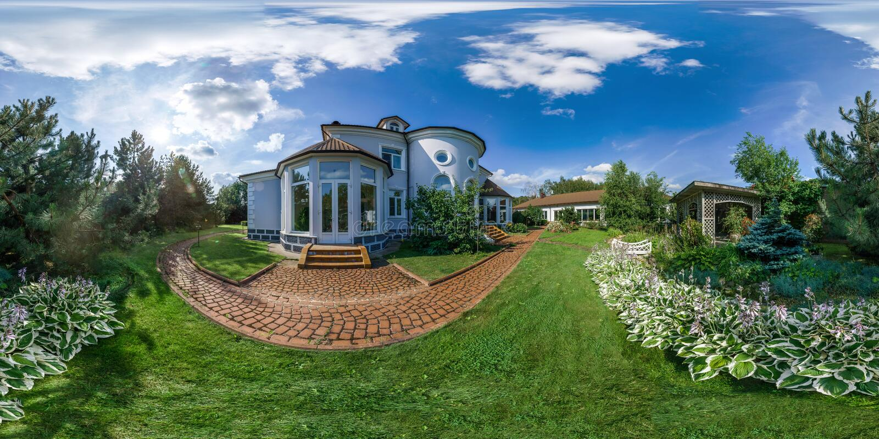 panoamic άποψη 360 βαθμού του όμορφου παλαιού σπιτιού στοκ εικόνα