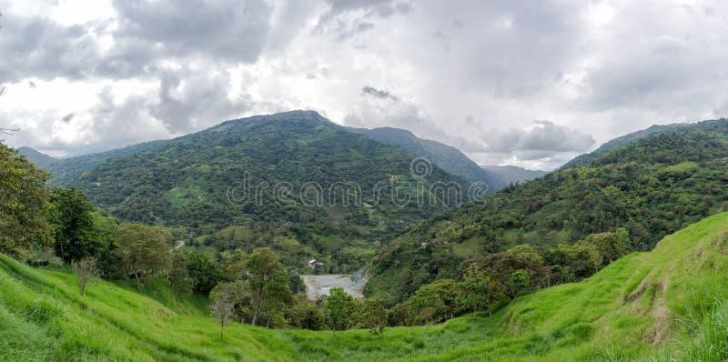 Panorámico de algunas montañas de nuestro paisaje colombiano foto de archivo