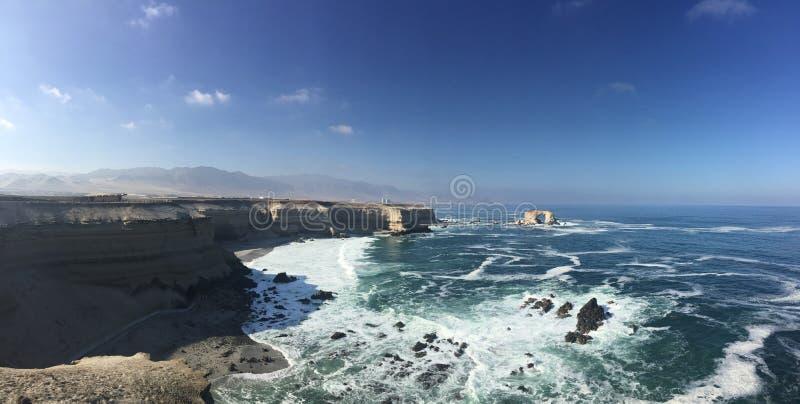 Panorâmico da costa perto da cidade o Chile de Antofagasta imagem de stock royalty free