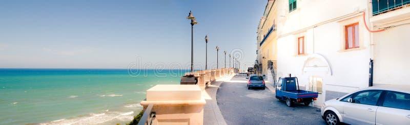 Panorâmico horizontal da vila de Rodi Garganico Apulia foto de stock royalty free