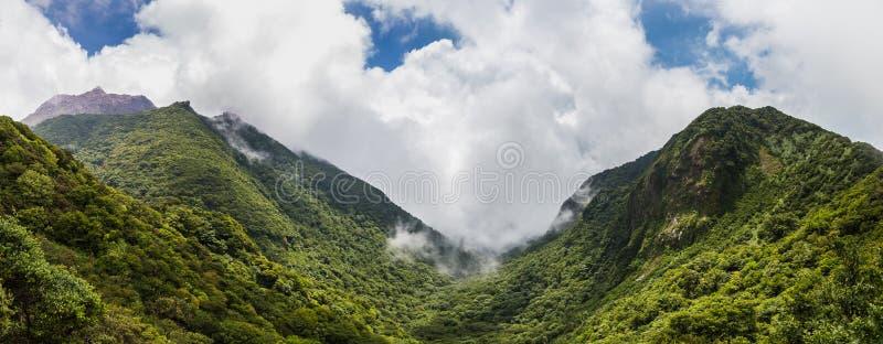 Panora-Ansicht der schönen Landschaft des Bergs Unzen in Kumamoto, Japan stockfoto