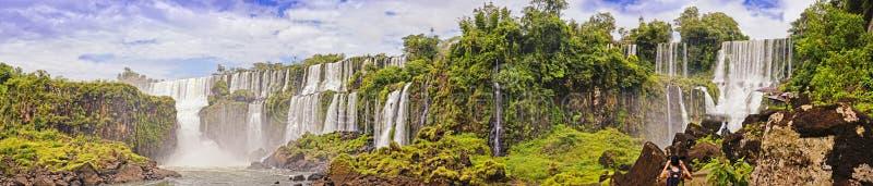 Panoram av vattenfallkaskaden Iguasu royaltyfri foto