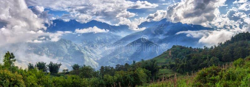 Panoram gór Y Ty obłoczny wierzchołek, Lao Cai, Wietnam obraz royalty free