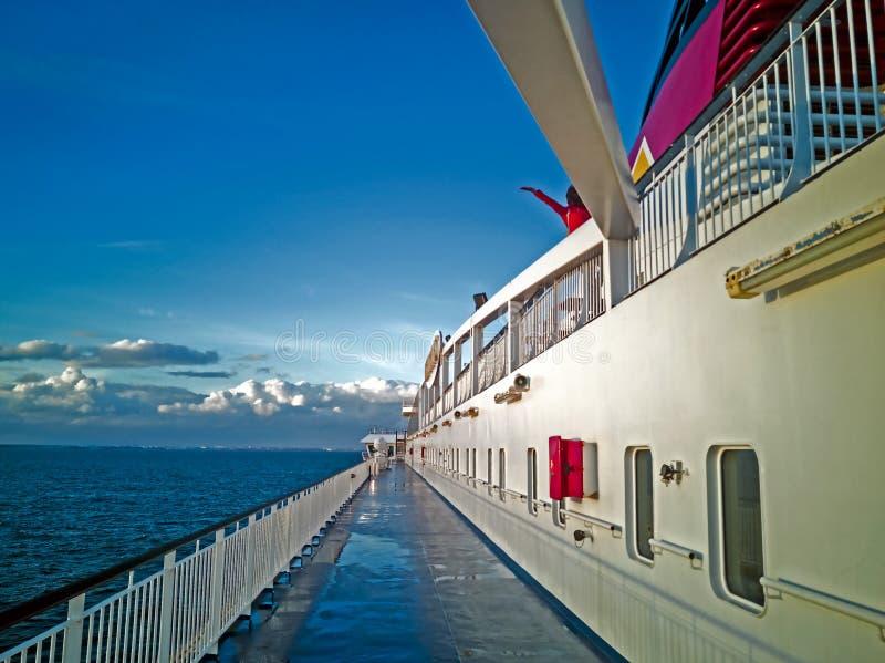 Panoram van Oostzee met cruise lainer royalty-vrije stock foto