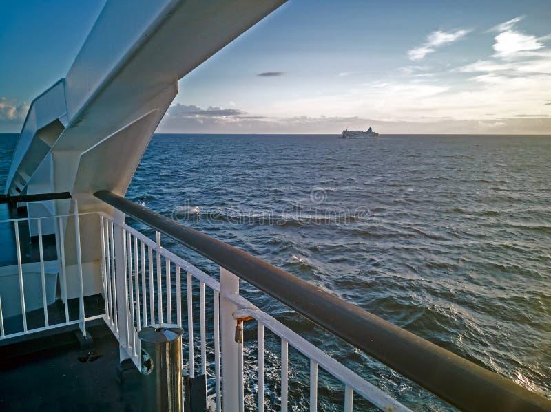 Panoram van Oostzee met cruise lainer stock fotografie