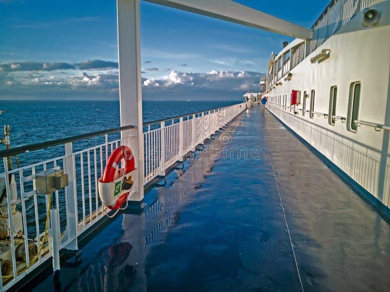 Panoram van Oostzee met cruise lainer royalty-vrije stock afbeeldingen