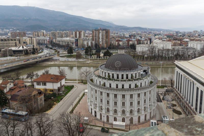 Panorama à cidade de Skopje da fortaleza na cidade velha, Repub da couve da fortaleza foto de stock
