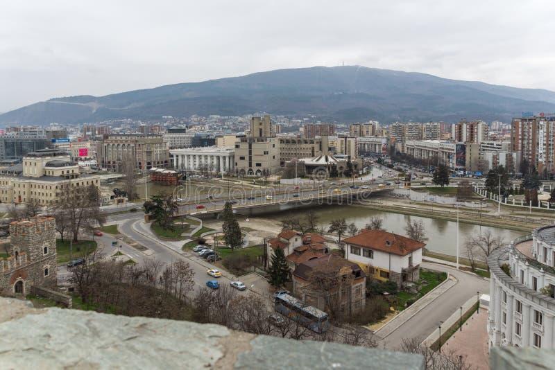Panorama à cidade de Skopje da fortaleza na cidade velha, Repub da couve da fortaleza imagens de stock royalty free