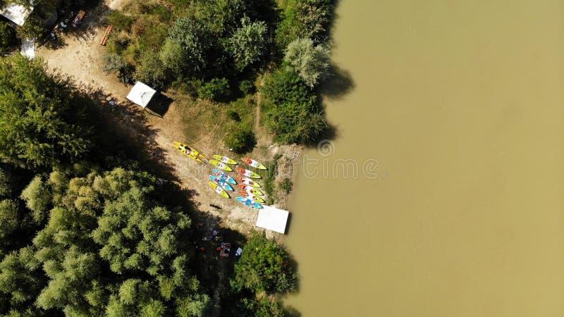 Panorama über Arges-Fluss- Kayak fahrend stockbild