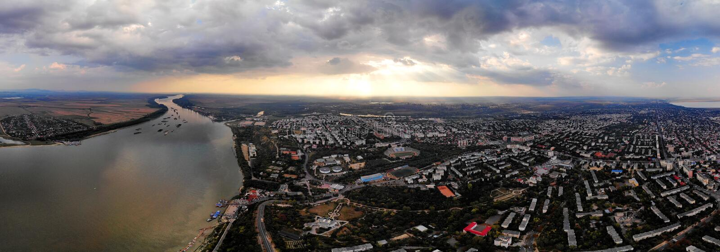 Panorama über dem Ufer von Donau - Galati stockfoto