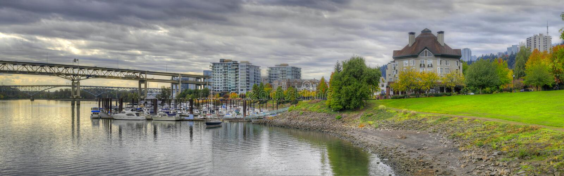 Panorama 2 de marina de place de fleuve en automne image stock
