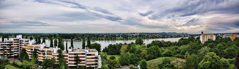 Panorama aéreo de Bonn sobre el río Rhin imagen de archivo libre de regalías