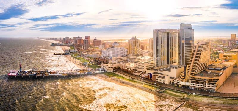 Panorama aéreo de la última hora de la tarde de Atlantic City fotos de archivo libres de regalías