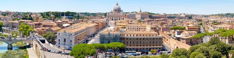 Panorama aéreo de Roma central que inclui Cidade Estado do Vaticano fotografia de stock