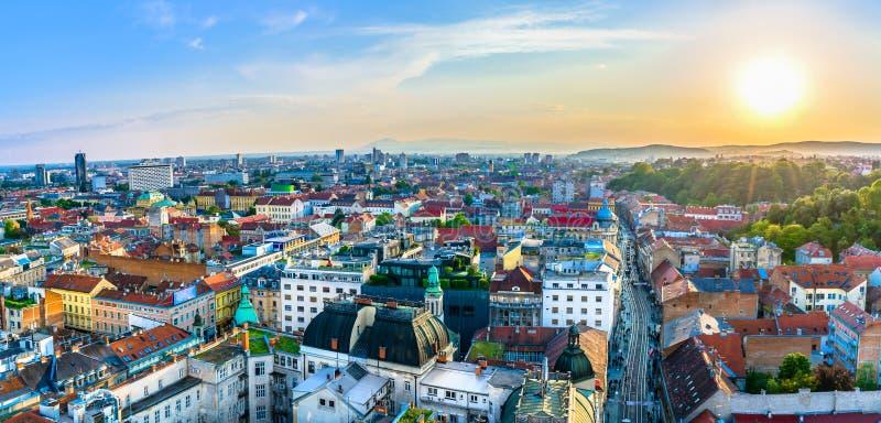 Panorama aéreo del paisaje urbano de Zagreb, Croacia imágenes de archivo libres de regalías