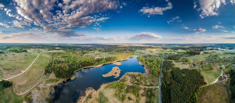 Panorama aéreo escénico del paisaje que sorprende imagen de archivo