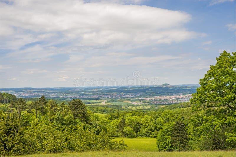 Panorama aan de Duitse keizerheuvel Hohenstaufen stock foto's