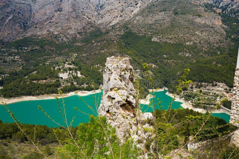 Panorama aan mooi landschap in bergdorp Guadalest, Spanje stock fotografie