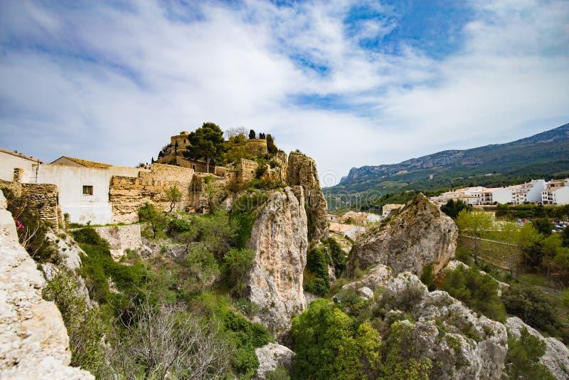 Panorama aan mooi landschap in bergdorp Guadalest, Spanje stock foto