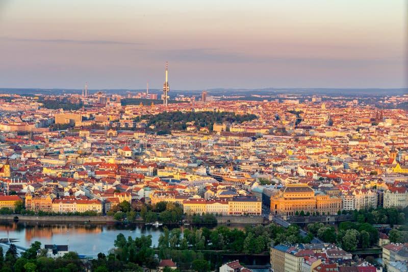 Panorama aereo di estate scenica dell'architettura di Città Vecchia a Praga, repubblica Ceca fotografie stock libere da diritti