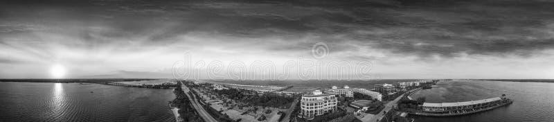 Panorama aereo di tramonto stupefacente del lago degno la linea costiera, Florida fotografia stock libera da diritti