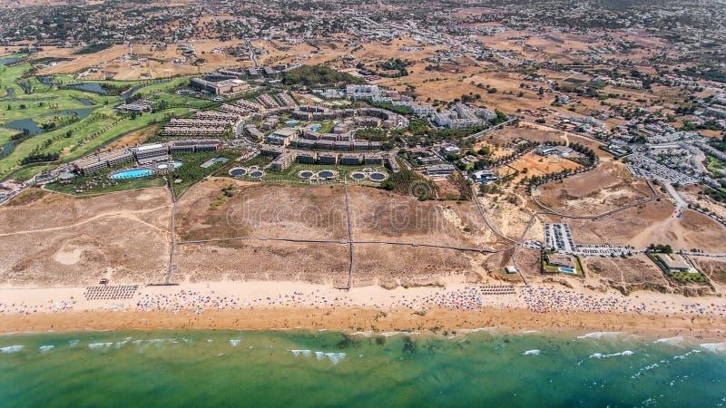 Panorama Albufeira antena w Algarve regionie, Portugalia, wichury plaża fotografia stock