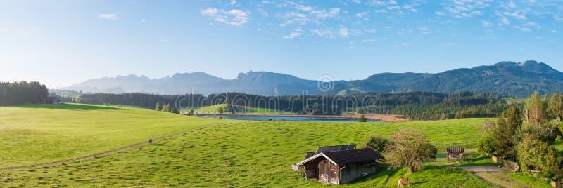Panorama alemán de Allgäu de las montañas imagen de archivo libre de regalías