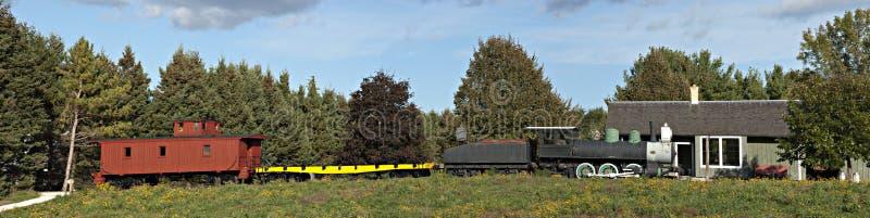 Panorama all'antica del treno di ferrovia della locomotiva di vapore immagine stock libera da diritti