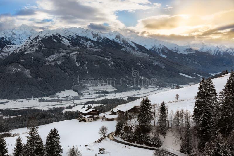 Panorama alpino em Tirol no inverno, Áustria imagens de stock