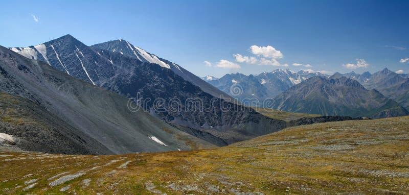 Panorama Altai góry Widok od przepustki Karaturek zdjęcia stock