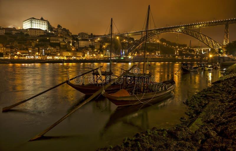 Panorama-alter Porto-Fluss Duoro, Weinlesehafen, der Boote, alte Stadt, Stadt von Gaia und berühmte Brücke Ponte dom Luis, Portug stockbild
