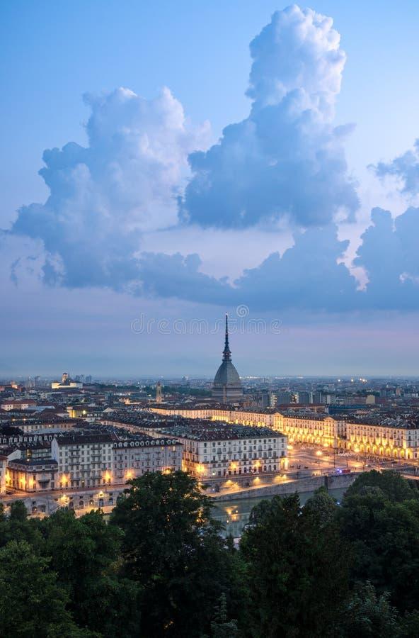 Panorama alto da definição de Turin com a toupeira Antonelliana imagem de stock