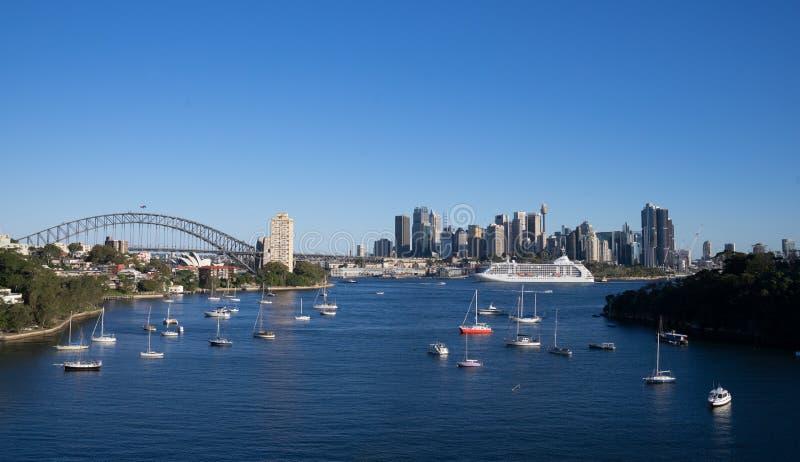 Panorama-Ansicht von Booten und Segel auf Hafenansicht vom waverton zeigen mit Opernhaus-und Hafen-Brücke im Hintergrund lizenzfreies stockfoto