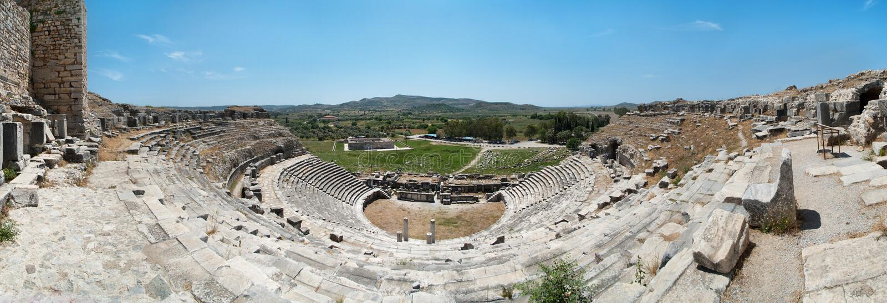 Panorama antiguo del teatro de Miletus fotos de archivo