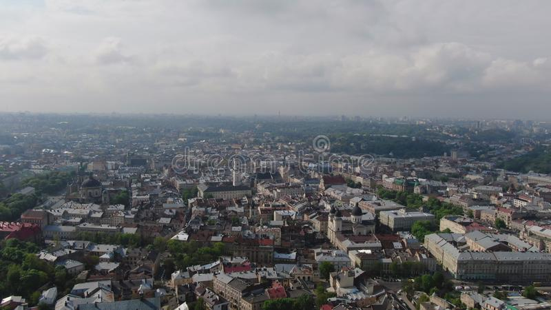 Panorama antyczny miasto Dachy starzy budynki Ukraina Lviv Dominika?ski ko?ci?? Ulicy Arial LVOV, UKRAINA obrazy royalty free