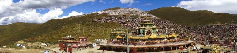Panorama auf buddhistischer Verbotener Stadt von Serta, Tibet stockfotos